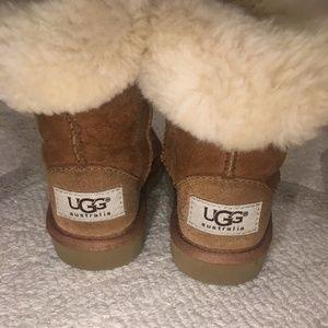 Kids UGG Short Boots Tan Size 6